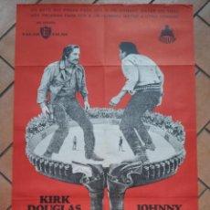 Cine: CARTEL DE LA PELÍCULA EL GRAN DUELO. KIRK DOUGLAS, JOHNNY CASH. 70 X 100 CM . Lote 201605873