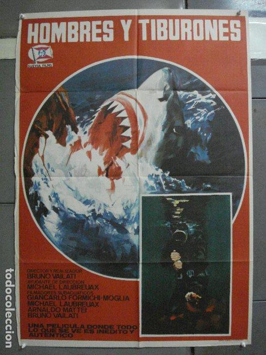 CDO 2251 HOMBRES Y TIBURONES SUBMARINISMO DOCUMENTAL POSTER ORIGINAL 70X100 ESTRENO (Cine - Posters y Carteles - Documentales)