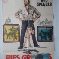Cine: ANTIGUO CARTEL CINE PIES GRANDES + 12 FOTOCROMOS 1976 CC228. Lote 204843336