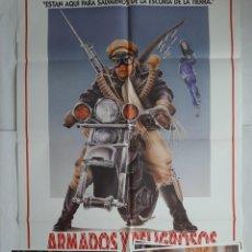 Cine: ANTIGUO CARTEL CINE ARMADOS Y PELIGROSOS + 8 FOTOCROMOS 1986 CC242. Lote 205553036
