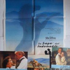Cine: ANTIGUO CARTEL CINE LA SAGA DEL INDOMABLE + 12 FOTOCROMOS 1988 CC248 WALT DISNEY. Lote 205556098
