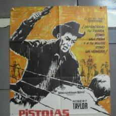 Cine: CDO 3573 PISTOLAS EN LA FRONTERA ROBERT TAYLOR POSTER ORIGINAL 70X100 ESTRENO. Lote 210032923