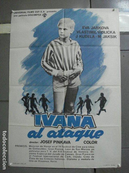 CDO 3646 IVANA AL ATAQUE FUTBOL CINE CHECO POSTER ORIGINAL 70X100 ESTRENO (Cine - Posters y Carteles - Deportes)