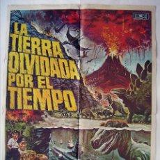 Cine: LA TIERRA OLVIDADA POR EL TIEMPO, CON DOUG MCCLURE . POSTER 70 X 100 CMS. 1975. DISEÑO: CHANTRELL.. Lote 210538993