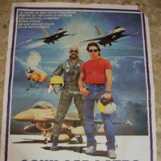 Cine: AGUILA DE ACERO 1986 IRON EAGLE- CARTEL DE CINE 100 X 70 CM. AVIACION. Lote 275126208
