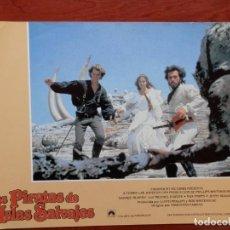 Cine: LOBBY CARD - LOS PIRATAS DE LAS ISLAS SALVAJES - 34 X 24 CENTÍMETROS. Lote 211752926