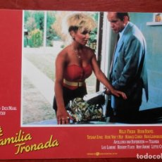 Cine: LOBBY CARD - UNA FAMILIA TRONADA - 34 X 24 CENTÍMETROS. Lote 211753622