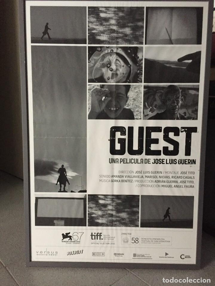 GUEST, PÓSTER ORIGINAL DE LA PELÍCULA DE GUERIN, 70X50 CMS APROX. (Cine - Posters y Carteles - Documentales)