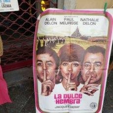 Cine: LA DULCE HEMBRA CON ALAIN DELON. Lote 214014355