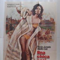 Cine: ANTIGUO CARTEL CINE UNA CHICA CASI DECENTE ROCIO JURADO + 12 FOTOCROMOS 1971 MAD CC-251. Lote 214089565