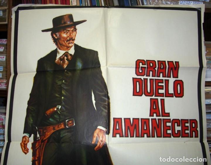 Cine: GRAN DUELO AL AMANECER, CARTEL ORIGINAL DE ESTRENO,1974, LEER Y VER FOTOS - Foto 2 - 216532080