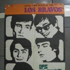 Cine: CDO 4910 LOS CHICOS CON LAS CHICAS LOS BRAVOS POSTER ORIGINAL 70X100 ESTRENO. Lote 217222916