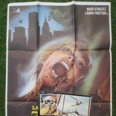 Cine: CARTEL CINE + 12 FOTOCROMOS LA INVASION DE LOS ZOMBIES ATOMICOS HUGO STIGLITZ 1981 CCF166. Lote 217236457