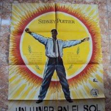 Cine: (CINE-536)UN LUNAR EN EL SOL. SYDNEY POITIER. CARTEL ORIGINAL 1963. Lote 218013502