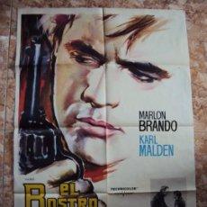 Cine: (CINE-540)CARTEL ORIGINAL MARLON BRANDO DIRIGE A MARLON BRANDO! EL ROSTRO INPENETRABLE. Lote 218015665