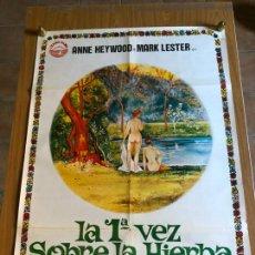 Cine: POSTER - LA 1ª VEZ SOBRE LA HIERBA - CLAUDIO CASSINELLI, ORIGINAL 1977 -. Lote 218509997