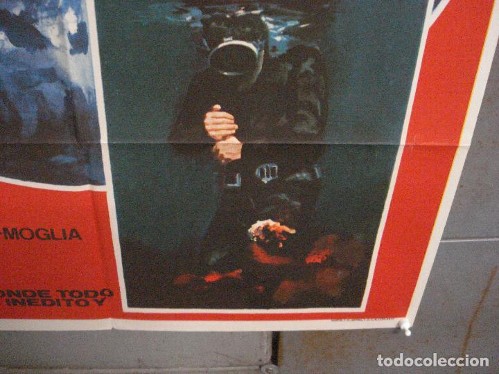 Cine: CDO 5998 HOMBRES Y TIBURONES SUBMARINISMO DOCUMENTAL POSTER ORIGINAL 70X100 ESTRENO - Foto 9 - 220949351