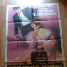 Cine: POS-- POSTER DE LA PELICULA - GUAPA ARDIENTE Y PELIGROSA. Lote 220963045