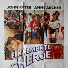 Cine: ANTIGUO CARTEL CINE FINALMENTE HEROE 1980 R3. Lote 221668087