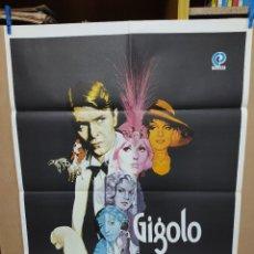 Cine: GIGOLO DAVID BOWIE KIM NOVAK SYDNE ROME MARLENE DIETRICH POSTER ORIGINAL 70X100. Lote 222049386