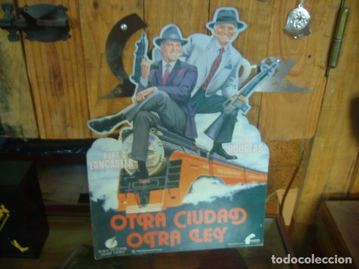 DISPLEY PUBLICIDAD PELICULA OTRA CIUDAD OTRA LEY KIRK DUGLAS BURT LANCASTER (Cine - Posters y Carteles - Acción)