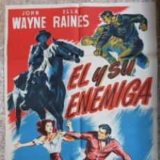 Cine: CARTEL CINE EL Y SU ENEMIGA JOHN WAYNE ELLA RAINES LLOAN LITOGRAFIA ORIGINAL CC1. Lote 224358397