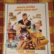 Cine: POSTER DOBLE JAMES BOND (ROGER MOORE) + BLACK WIDOW (MARVEL). Lote 228306225