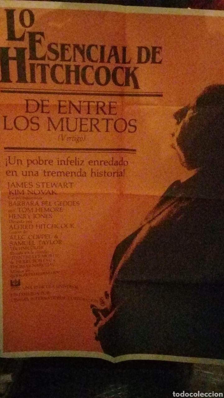 LO ESENCIAL DE HITCHOCK ENTRE LOS MUERTOS (Cine - Posters y Carteles - Infantil)