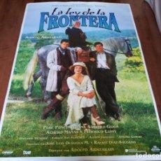 Cine: LA LEY DE LA FRONTERA - FEDERICO LUPPI, AITANA SÁNCHEZ-GIJÓN, A. MAÑAS - POSTER ORIGINAL U.I.P 1995. Lote 235100675