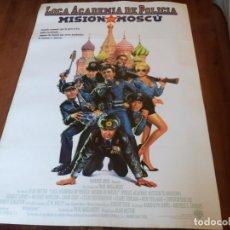 Cine: LOCA ACADEMIA DE POLICÍA 7 MISIÓN EN MOSCÚ - RON PERLMAN,CLAIRE FORLANI - POSTER ORIGINAL WARNER1994. Lote 253553725