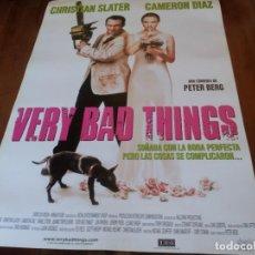 Cine: VERY BAD THINGS - CAMERON DÍAZ, CHRISTIAN SLATER, JON FAVREAU - POSTER ORIGINAL SHERLOCK AÑO 1998. Lote 235322940