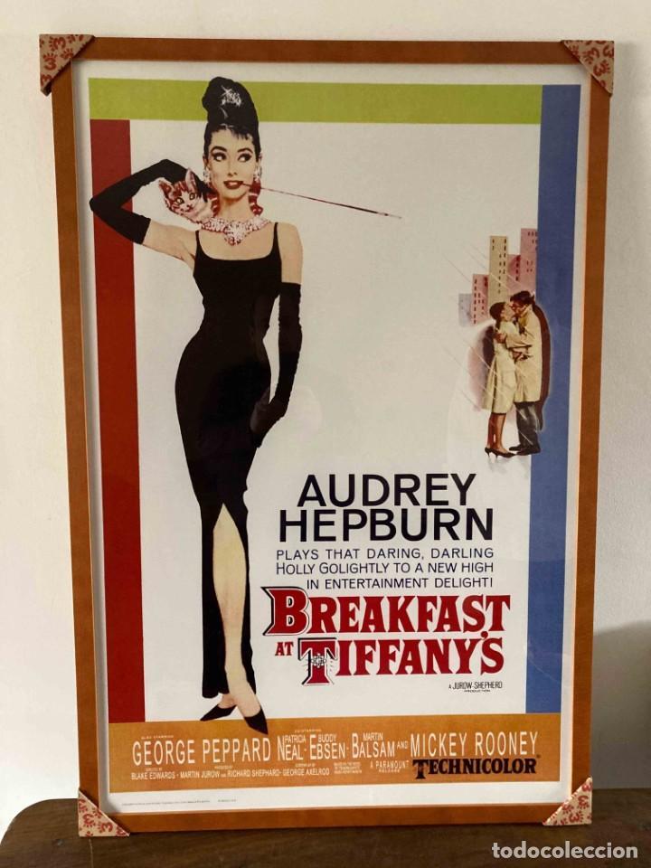 POSTER ENMARCADO. BREAKFAST AT TIFFANY'S. AUDREY HEPBURN. CON MARCO 104 X 74. NUEVO (NO ORIGINAL) (Cine - Posters y Carteles - Comedia)