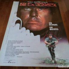 Cine: EN EL CORAZÓN DE LA JUNGLA - TOM BERENGER, BILLY ZANE, REYNALDO ARENAS - POSTER ORIGINAL LAUREN 1993. Lote 235531270