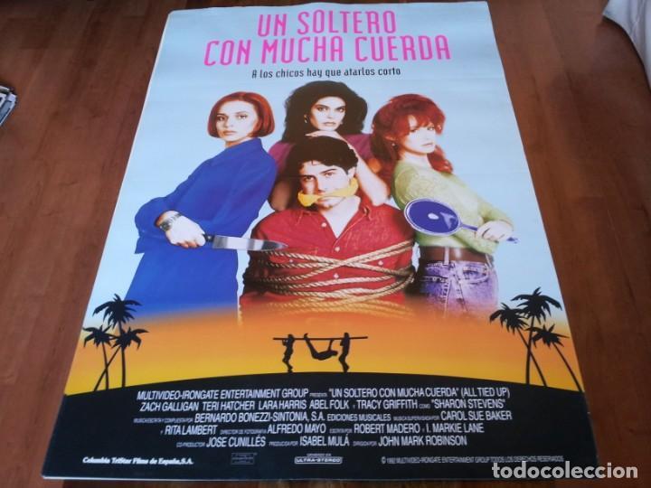 UN SOLTERO CON MUCHA CUERDA - ZACH GALLIGAN,TERI HATCHER,LARA HARRIS - POSTER ORIGINAL COLUMBIA 1993 (Cine - Posters y Carteles - Comedia)
