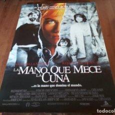 Cine: LA MANO QUE MECE LA CUNA - REBECCA DE MORNAY, ANNABELLA SCIORRA - POSTER ORIGINAL WARNER 1992. Lote 236119295