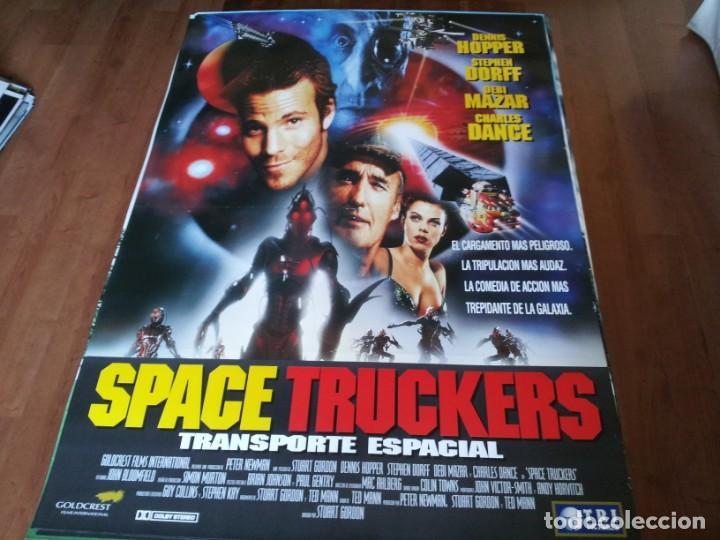 SPACE TRUCKERS - DENNIS HOPPER, STEPHEN DORF, DEBI MAZAR - POSTER ORIGINAL TRIPICTURES 1996 (Cine - Posters y Carteles - Ciencia Ficción)