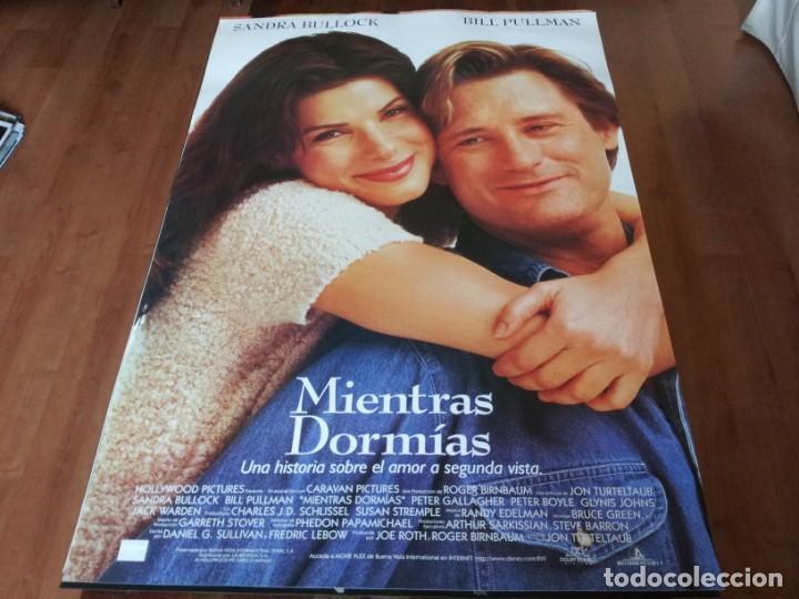 MIENTRAS DORMÍAS - SANDRA BULLOCK, BILL PULLMAN, PETER GALLAGHER - POSTER ORIGINAL BUENAVISTA 1995 (Cine - Posters y Carteles - Comedia)