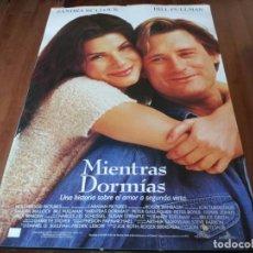 Cine: MIENTRAS DORMÍAS - SANDRA BULLOCK, BILL PULLMAN, PETER GALLAGHER - POSTER ORIGINAL BUENAVISTA 1995. Lote 236215110