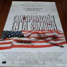 Cine: CONSPIRACIÓN EN LA SOMBRA - CHARLIE SHEEN,DONALD SUTHERLAND,BEN GAZZARA - POSTER ORIGINAL AURUM 1997. Lote 236243760