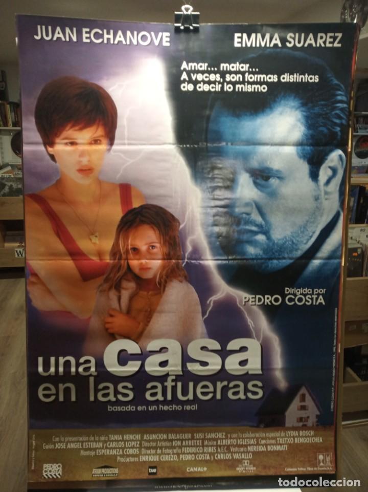 UNA CASA EN LAS AFUERAS - JUAN ECHANOVE - EMMA SUAREZ - CARTEL DE CINE ORIGINAL 70X100 (Cine - Posters y Carteles - Suspense)