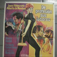Cinema: CDO 8553 DE PROFESION SUS LABORES LAURA VALENZUELA MAC POSTER ORIGINAL 70X100 ESTRENO. Lote 236432370
