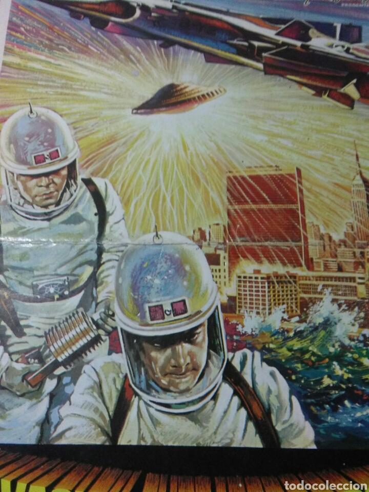 Cine: Antiguo cartel de cine ,invasion extraterrestre ,dirigida isihoro honda - Foto 3 - 236542170
