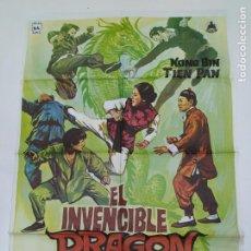 Cine: CARTEL DE LA PELICULA EL INVENCIBLE DRAGON CHINO. KONG BIN Y TIEN PAN DIR. TDKP23B. Lote 236808470