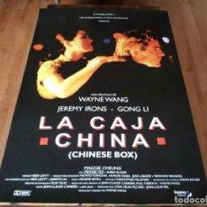 Cine: LA CAJA CHINA - JEROMY IRONS, GONG LI, MAGGIE CHEUNG, WAYNE WANG - POSTER ORIGINAL SOGEPAQ 1997. Lote 237358285