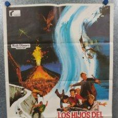 Cine: LOS HIJOS DEL CAPITÁN GRANT. WALT DISNEY. MAURICE CHEVALIER, HAYLEY MILLS AÑO 1979, POSTER ORIGINAL. Lote 239474390