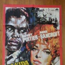Cinema: LA VIDA VALE MAS / SIDNEY POTTIER / ANNE BANCROFT / 100X70 MAC. Lote 243787075