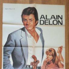 Cine: POR LA PIEL DE UN POLICIA / ALAIN DELON / ILUSTRA JANO 100X70. Lote 243833850