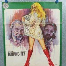 Cine: LA MUJER CON LAS BOTAS ROJAS. CATHERINE DENEUVE, FERNANDO REY. AÑO 1975. POSTER ORIGINAL. Lote 245090880