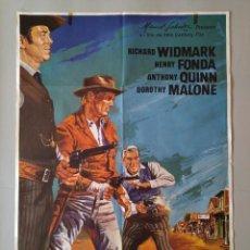 Cine: CARTEL CINE ORIGINAL EL HOMBRE DE LAS PISTOLAS DE ORO - HERRY FONDA 1983 DIB. JANO .. L3429. Lote 245256460