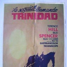 Cine: LE SEGUIAN LLAMANDO TRINIDAD, CON BUD SPENCER. POSTER 70 X 100 CMS. 1973.. Lote 245423200